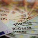 Un nou maxim istoric pentru euro: 4,9495